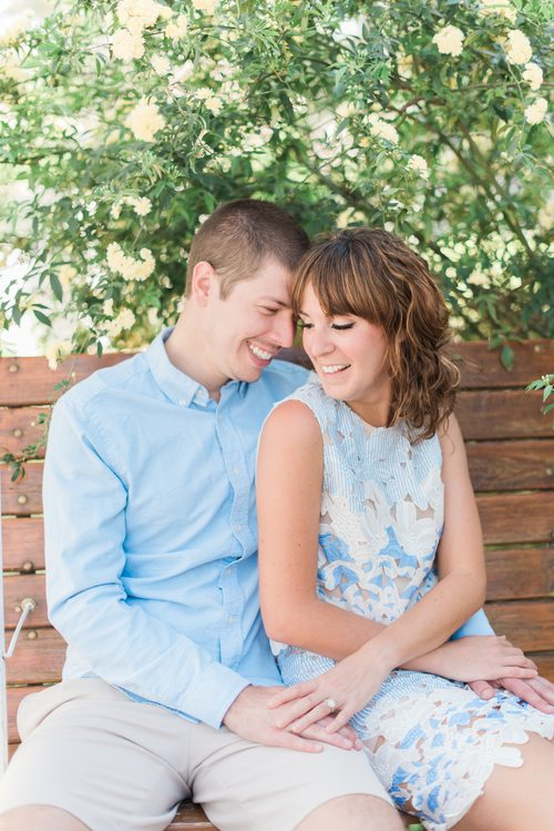 Photo by AR Photography: www.dallaspalmsvenue.com/tips-for-taking-the-best-engagement-photos